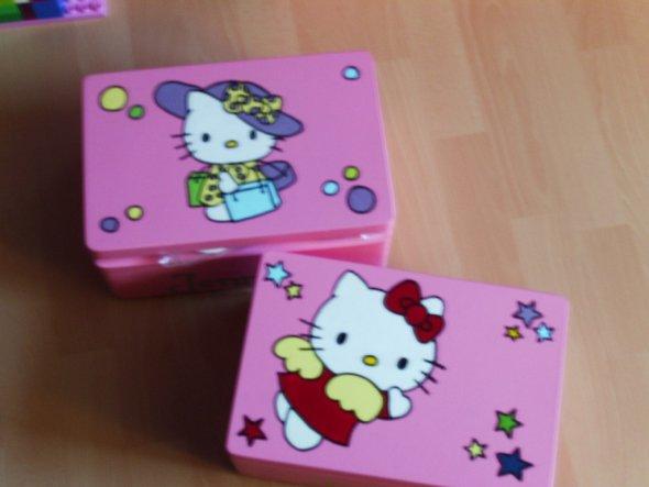 die Kisten habe ich für meine Kinder bemalt