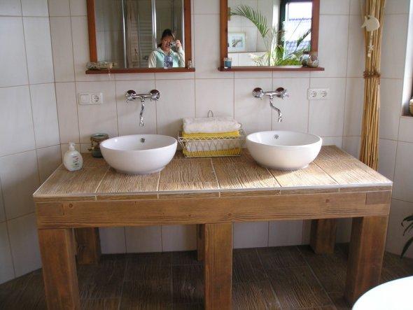 """Der Waschtisch soll noch etwas """"aufgemotzt"""" werden. Denn im Bad benötigt man ja durchaus Stauraum. Deshalb sollen noch Zwischenböden und Tür"""