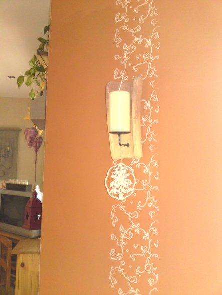 """Diese """"Wandverzierung"""" wurde mit einer Malerwalze von früher angebracht. Gott sei Dank hatte mein Opa noch sowas auf seinem Dachboden."""
