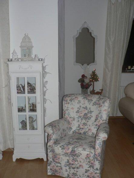 Den Sessel habe ich bei Ebay für 1,00Euro erteigert, als kostenlose Zugabe gab es noch das passende 2er Sofa.
