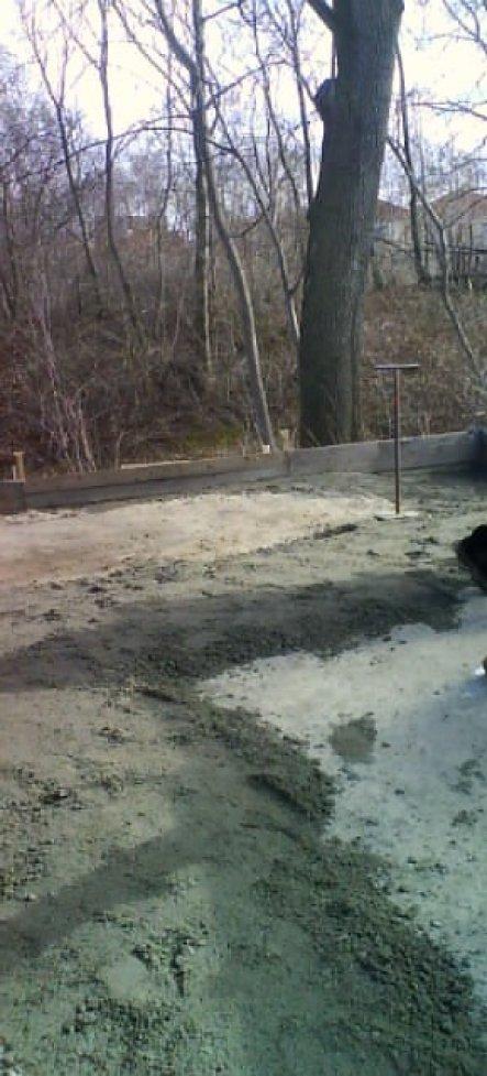 das alte Haus ist bereits abgerissen u.die Betonplatte gegossen