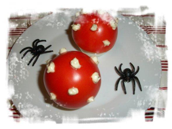 Fliegenpilze aus Eiern und `nem Deckel aus Tomate mit Majo