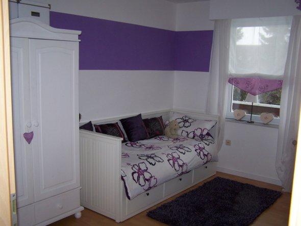 kinderzimmer 39 lisas lila laune zimmer 39 unser kleines reihenh uschen zimmerschau. Black Bedroom Furniture Sets. Home Design Ideas