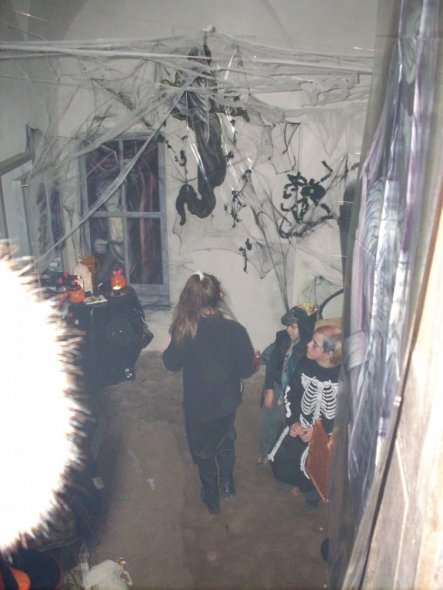 Geister an der Wand und Spinnweben im Gesicht hab daran stundenlang gearbeitet