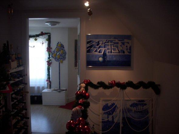 zwei blaue Bilder  selbst gemalt und  Ausblick ins Vorwohnzimmer