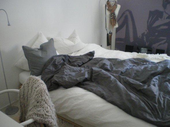 Ikea Bett.