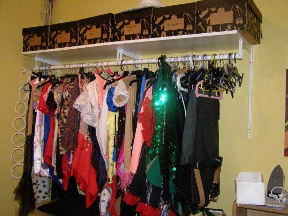 Hier haengen alle Kleider fuers Rollschuhlaufen, die ich genaeht habe.
