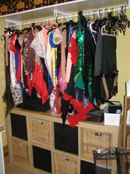 In den boxen unter den Kleidern sammle ich Lycra, bodystocking, Rollschuh strumpfhosen,etc.