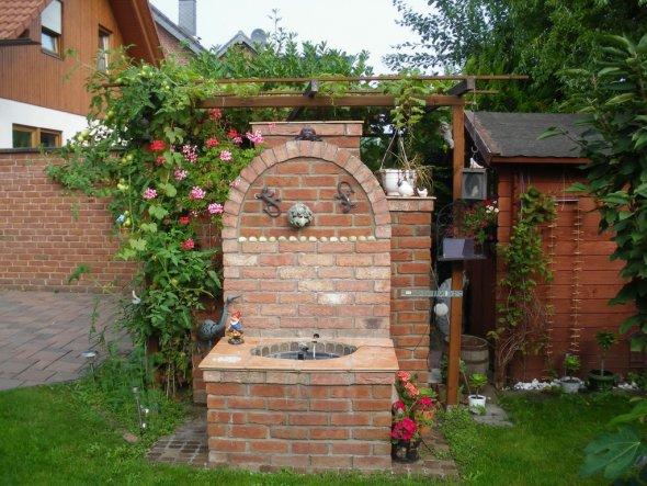 Brunnen, hat mein Mann gebaut.