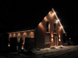Hausfassade / Außenansichten 'Unser Haus bei Nacht'