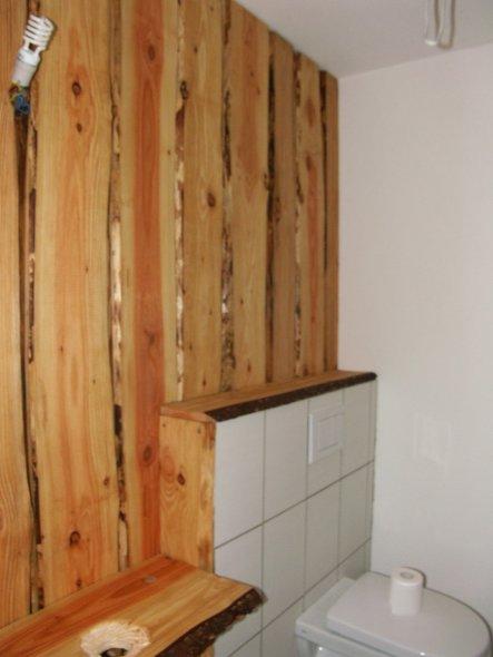 jetzt ist schon mal die Wandverkleidung fertig, Waschbecken und Armatur sind jetzt noch ein Klacks..und dann noch ein bischen Deko!!
