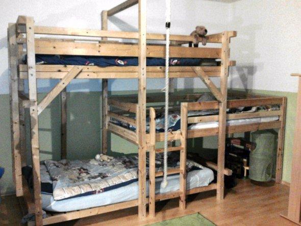 Hier nun das Bett nach dem Umbau. Jetzt für 3 Kinder
