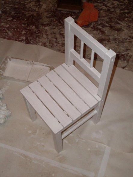 Auch Leni`s Möbel müssen dem neuen Kinderzimmer angepasst werden ;-)