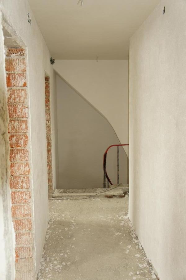 flur diele 39 flur treppenaufgang 39 wir haben dieses haus. Black Bedroom Furniture Sets. Home Design Ideas