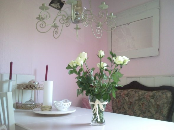 Muttertagsrosen...Kommentar meines Ältesten:Mama,da Du jetzt alles in weiss hast,hab ich mir gedacht,das Dir die weissen Rosen am besten gefallen würd