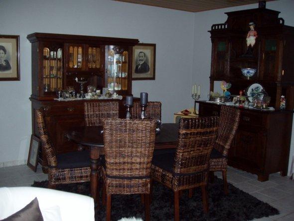Mein Silvesterschnäppchen. Die Stühle habe ich für insgesamt 100 Euro im Möbelhaus bei uns gekauft.
