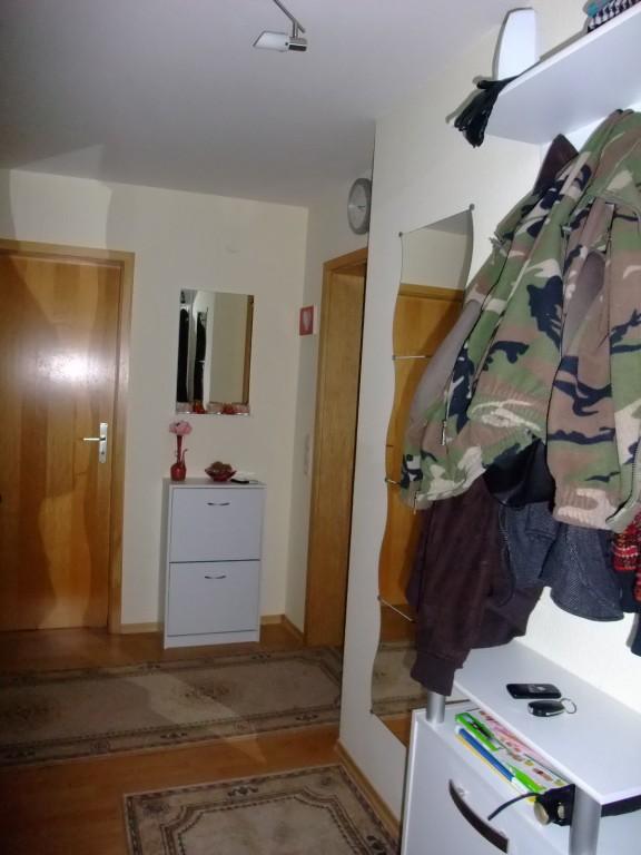 flur diele 39 flur 39 meine 2 raumwohnung zimmerschau. Black Bedroom Furniture Sets. Home Design Ideas