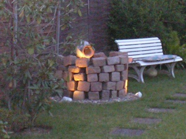 Unser Brunnen, gebaut aus alten Pflastersteinen