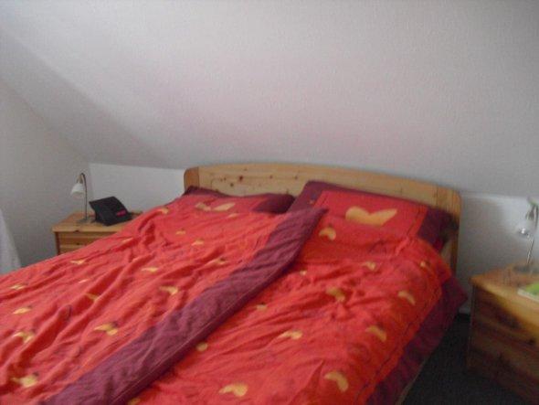 Unser renoviertes Schlafzimmer. Fehlt halt noch eine Menge Deko. Wer Ideen hat, immer her damit.
