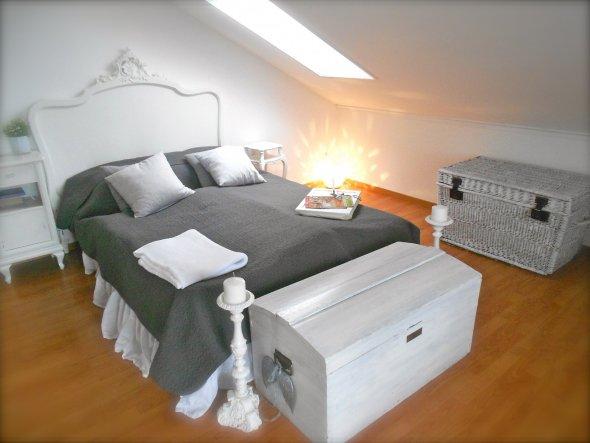 schlafzimmer 39 schlafzimmer 39 wie aus einer anderen zeit zimmerschau. Black Bedroom Furniture Sets. Home Design Ideas