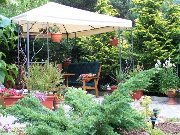 sommerlicher Sitzplatz (in dieser Ausführung leider nicht mehr vorhanden - der Schnee war schuld; haben jetzt einen Holzpavillon stehen)
