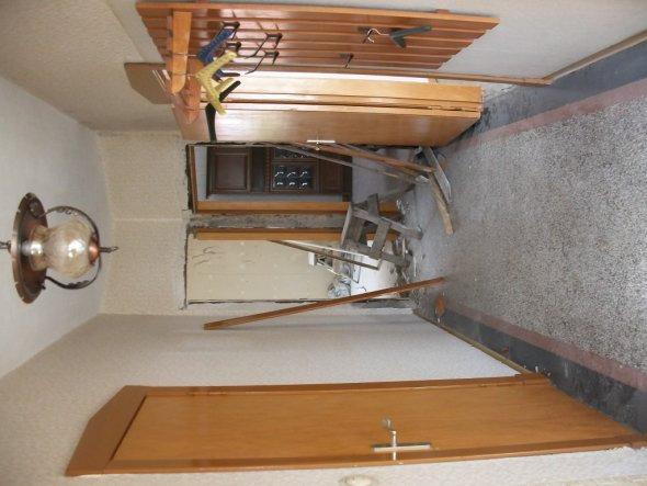 Der Haupteingangsflur, wo schon die ein oder andere Tür verschlossen wird.