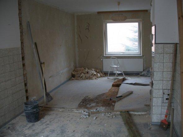 Bild ist von der alten Küche aufgenommen ins ehemalige Schlafzimmer, was jetzt mit zur Küche gehört.