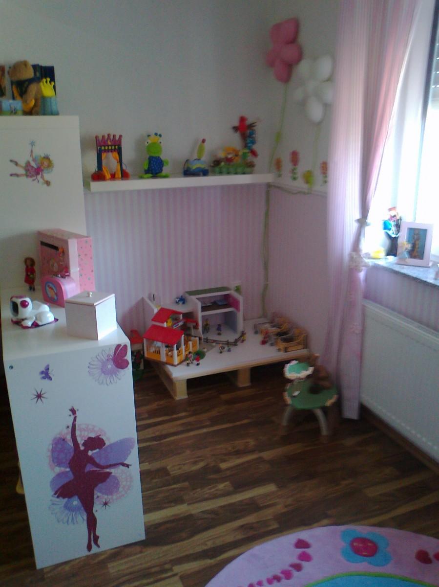 Kinderzimmer 39 das reich unserer tochter 39 unser zuhause zimmerschau - Podest im kinderzimmer ...