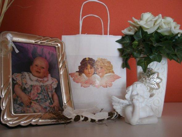 Das Bild ist meine Tochter, die mal klein war.   ;-)