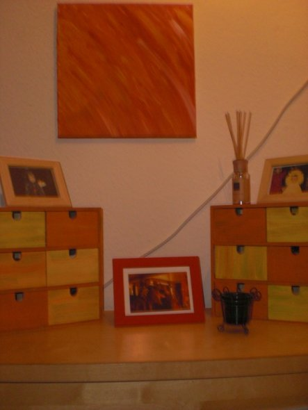 das bild in orange habe ich gemalt... auch die kleinen schubladen wurden für den flur umgestaltet...