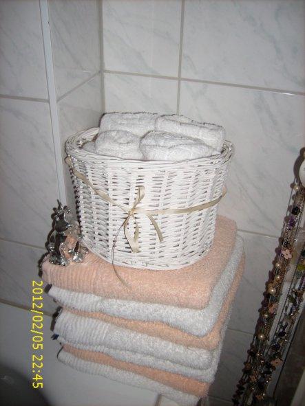für liebe Gäste (hmm, die Handtücher hätte ich ja auch mal ordentlicher stapeln können, ts ts...fällt mir aber auch gerade jetzt erst auf, grins)