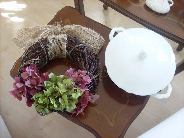 am Wochenende gebastelt: einfach nur Hortensienbüschel in Kranz gesteckt