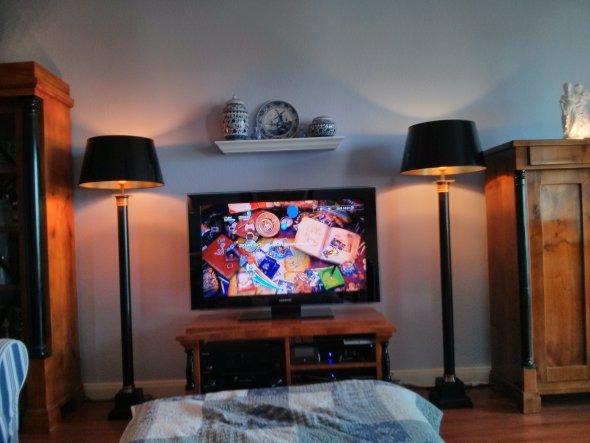 Im Zentrum steht zwar der Fernseher, allerdings nicht zum Fernsehen, sondern für Blurays und Playstation.