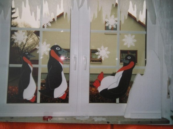 Hier habe ich gerade das Fenster dekoriert...Ein Hobby von mir..;-)