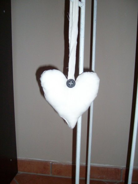 Mein erstes Herz! Ziemlich schief, aber selbst gemacht! :-)