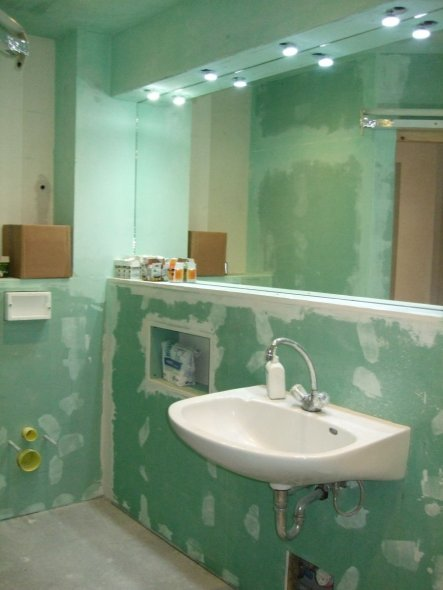 Bad 39 badezimmer 39 dachgeschoss umbau zimmerschau for Hohe spiegel bad