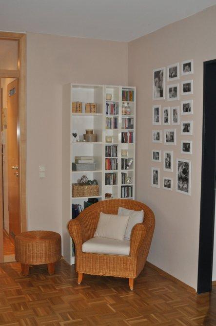 """auch die """"Familiengalerie"""" hat in der neuen Wohnung wieder einen Platz gefunden."""