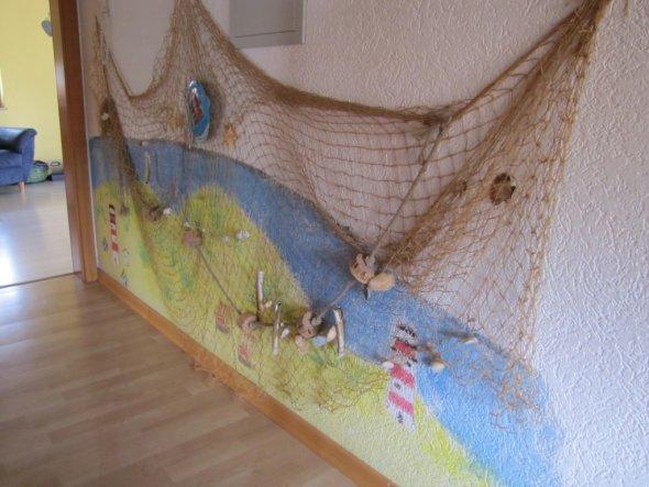 Das Bild entstand aus der Not heraus*lach* Meine Kinder kritzelten die Wand voll als sie noch klein waren und ich hab dann das Bild drüber gema