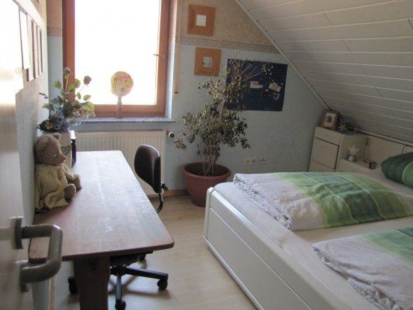 Unser altes Schlafzimmer. Dieses Zimmer haben wir mit Sohnemann getauscht ,da wir arbeitsbedingt ein Büro brauchten und er das größere Zimmer besitzt,