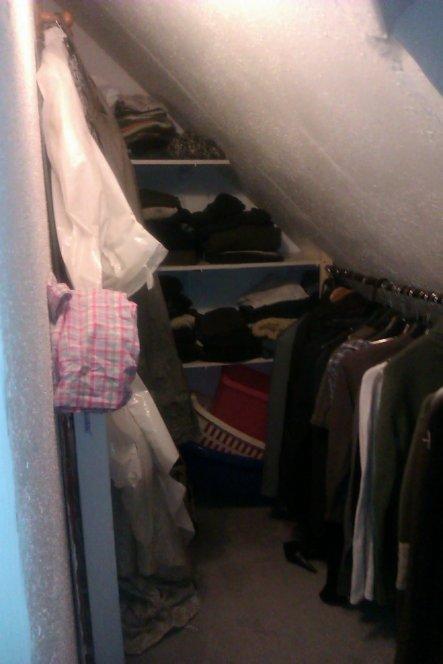 Den Kleiderschrank haben wir neulich erst fertig bekommen - endlich keine Kartons mehr..
