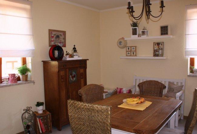 hier mal ein aktuelles Foto von der Küche mit kleiner Kinderessecke