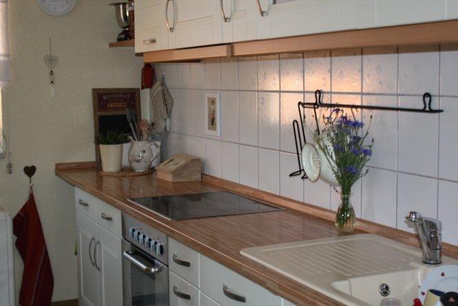 Küchenfront mit etwas Arbeit in der Spüle