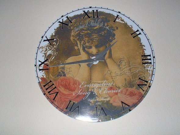 eine Glasuhr mit Clipart-Motiven habe ich beklebt mit selbstentworfenem Zifferblatt