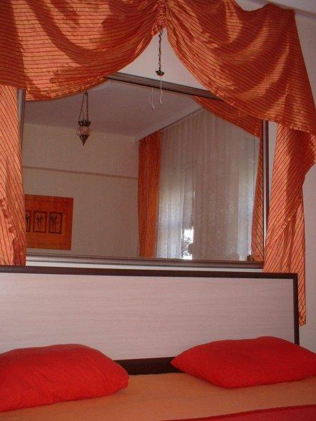 schlafzimmer 39 orange rotes schlafzimmer 39 mein domizil zimmerschau. Black Bedroom Furniture Sets. Home Design Ideas
