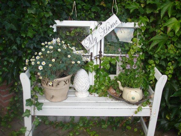 Verkaufe die alten Fenster in unserem kleinen Lädchen, die Holzbretter mit Spruchbändern kommen von meiner Schwägerin!!