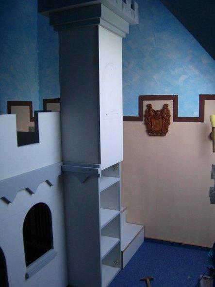 Richtig! Wir haben och ein Regal in den Turm eingebaut. Also noch mehr Stauram.Und von aussen sieht man es nicht.