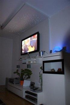 Wohnzimmer mit TV-Wand