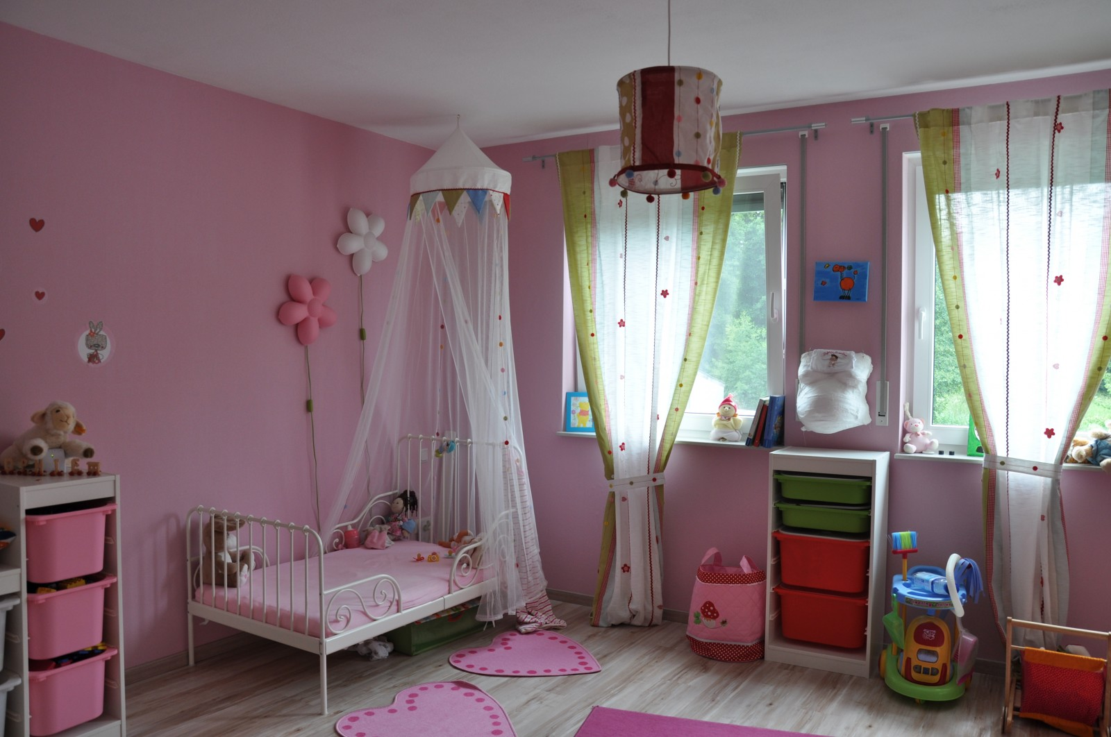 kinderzimmer 39 kleinkindtraum in rosa 39 unser kleines h uschen zimmerschau. Black Bedroom Furniture Sets. Home Design Ideas