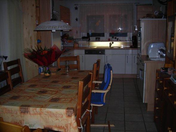 April 2011 Der Blick aus dem Eßzimmer in die neue Küche.