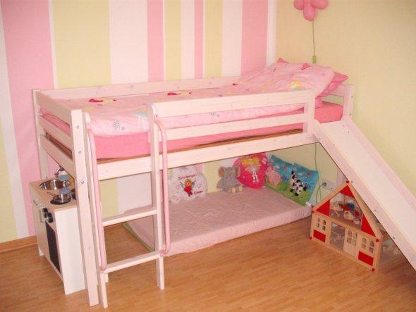 Das Bett mit Kuschelecke und Küche...es kommen noch Vorhänge an das Bett unten dran...hat jemand einen Tipp?